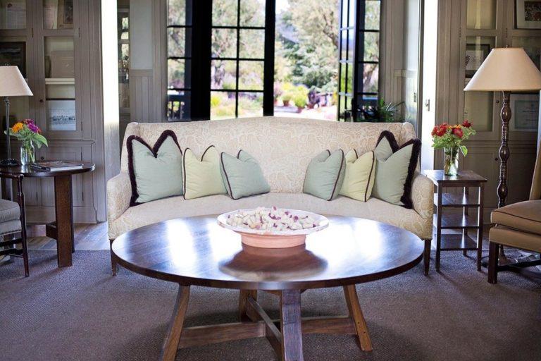 Wygodna i funkcjonalna sofa do salonu