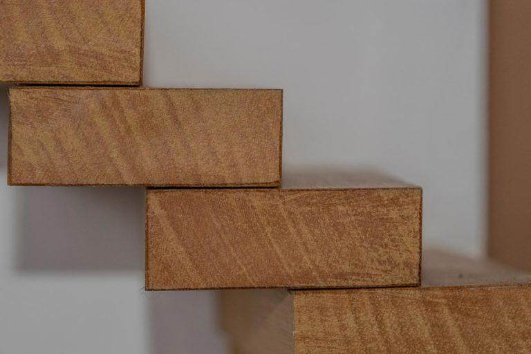 Co ma znaczenie przy wybieraniu schodów?