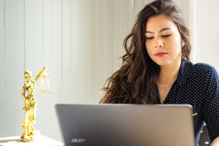 Czym zajmują się profesjonalne kancelarie adwokackie?