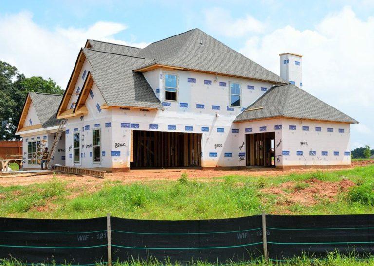 Najważniejsze zalety tworzyw sztucznych w branży budowlanej i remontowej
